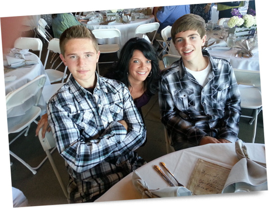woman_with_sons_at_wedding
